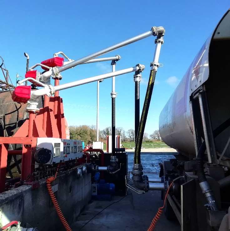 Chargement latéral des camions de fioul